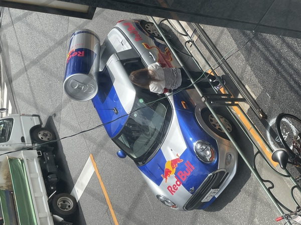 お店の前にこんな車が^_^